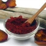 Свойства и применение красной глины: для лица, волос и тела