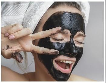 Угольная маска на лицо